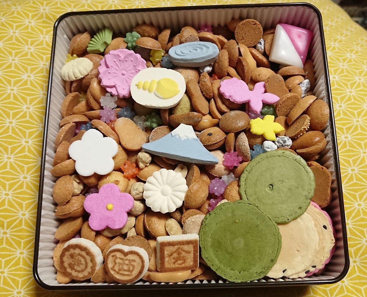 test ツイッターメディア - 友人達から少し早い誕生祝を頂いたんだけど、お重??と思いつつ開けてみると、「冨貴寄(ふきよせ)」という和菓子でした。可愛い😍 落雁や煎餅、金平糖など干菓子で自然を表現してるとか。 なお、写真は少し食べてしまった後です😜 https://t.co/EoWvtQVjOE