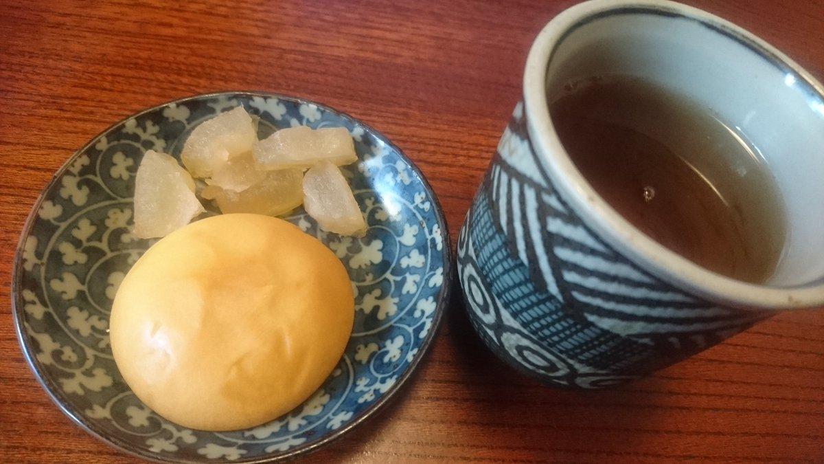 test ツイッターメディア - デザートは、博多の通りもんと朝食べたかった紅玉の焼きリンゴ。飲み物はほうじ茶。 どっちも僕は好き。満足。 https://t.co/83VluYxTJ4