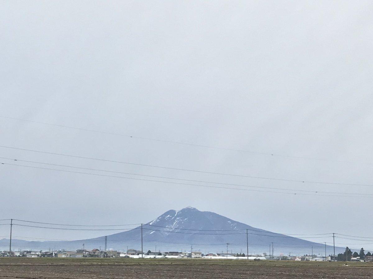 test ツイッターメディア - 今朝はウォーキングしました💦 風もなく静かな朝です。 田んぼの水が凍っていました。岩木山も八甲田連峰も寒そうに見えます。 https://t.co/UuhCsaHQFF