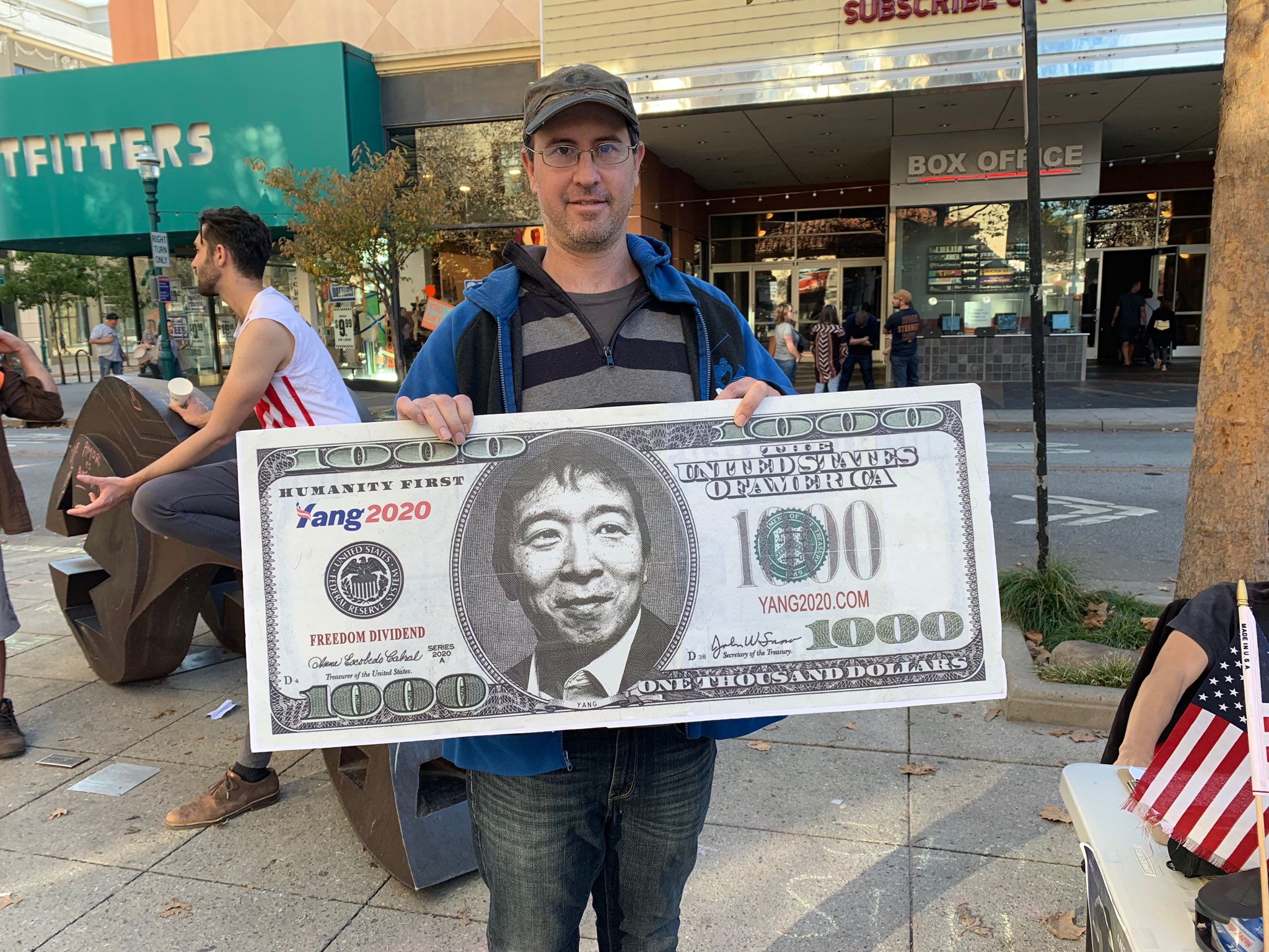 #YangGang is serious in #SantaCruz  on Sunday. #AndrewYang is good for tech and that may be why he's popular here and in #SiliconValley https://t.co/RPnJ6a4Dbm