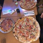 syntegris-Abendessen in il Mondo auf der #DOAG2019  Einige von uns schaffen sogar eine 50 cm Pizza 🍕😳 🍕 https://t.co/BF21auqnzO