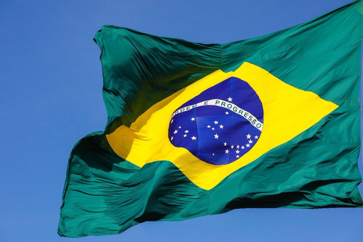 No passado desfraldada nos campos de batalha, a #BandeiradoBrasil paira hoje sobre a #Nação como símbolo de nossa Independência, soberania e cidadania. Nesta data, a única do ano em que é hasteada nos quartéis ao meio-dia, o seu povo a homenageia.