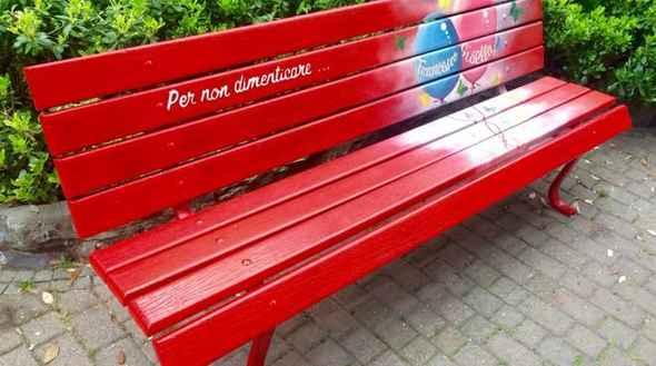 test Twitter Media - Una #Panchina rossa in ricordo di Mariarca  #TorreDelGreco #inRisalto - https://t.co/Hcpx2Fzcm7 https://t.co/QyLZHk3PU3