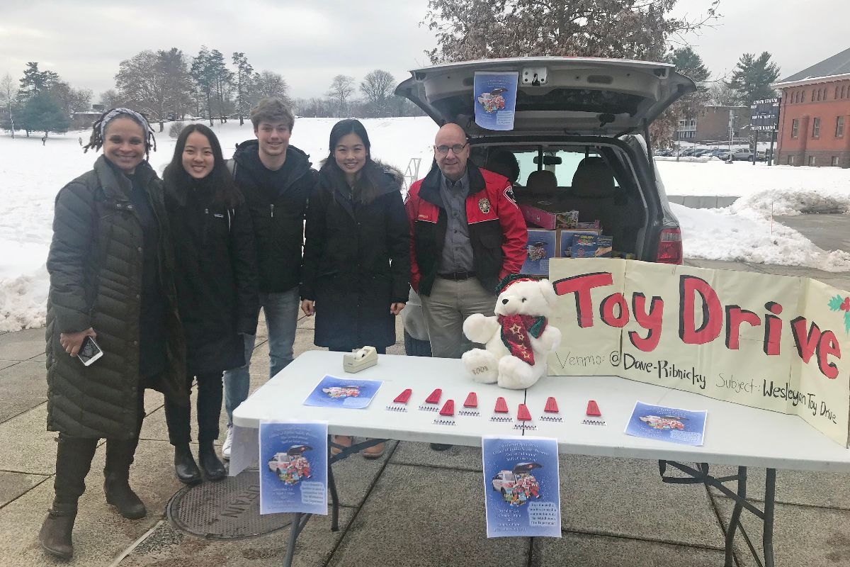 test Twitter Media - Bring an unwrapped toy/gift for kids in need & STUFF A CRUISER! Wesleyan Public Safety, Middletown Fire Department, along w/ Greek Life & the Student Athlete Advisory Committee (SAAC) will be collecting toys and gifts today, tomorrow & Friday, 1130a - 130p & 4p - 6p outside Usdan https://t.co/f88Dka6Tgv