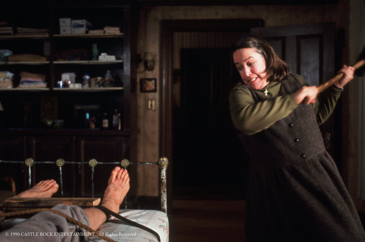 test ツイッターメディア - 明日4日(水) #テレビ東京 #午後のロードショー は 『#ミザリー』(90年/米)  主演 #ジェームズ・カーン  #キャシー・ベイツ   原作は今話題の #スティーブン・キング ✒  雪道で事故にあった人気作家📚 熱狂的ファンに助けられるが、彼女の優しさは次第に狂気へと変わる…💦  放送は午後1時35分🎥 https://t.co/su9ZBCtK0h