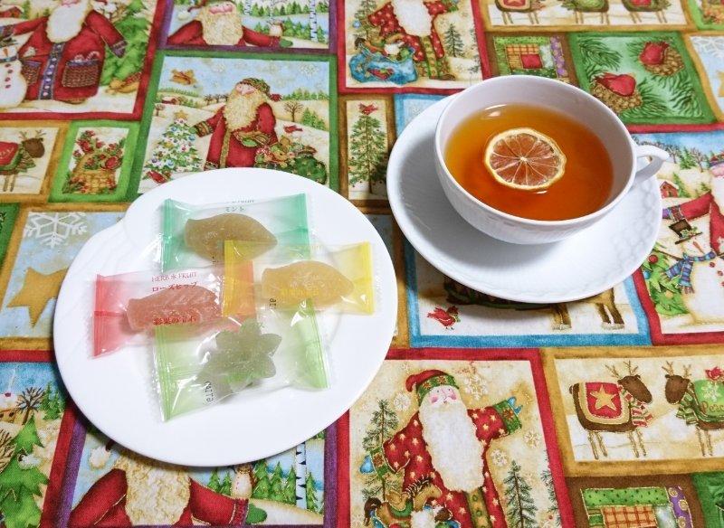 test ツイッターメディア - 頂き物の「彩果の宝石」(埼玉発) 💎ハーブゼリーコレクション✨ なかなかシッカリ味で美味しいです😊 フルーツもあるみたい…そちらも美味しそう💕  紅茶は「FLOAT LEMON TEA」(宮崎茶房の茶葉に瀬戸内レモン)🍋   #茶好連   #木漏れ日のお茶会 https://t.co/Q20pjPdN0z