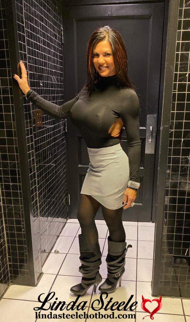 Had a blast at @thecomedybar Chicago Gino's East! Great line up tonight! #Teamsteele #bikinimodel #fitnessmodel #staypositive #chicago #mykindoftown #funwithfriends https://t.co/UX0IHrCVU9
