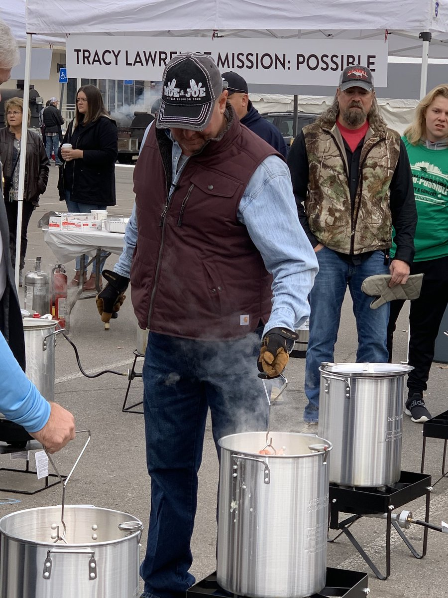 So proud of my good friend @tracy_lawrence and his Mission  Possible Turkey Fry which feeds the homeless in Nashville. He has Joe looking on and a Cajun crew! Geaux Craig Allen- love the apron!