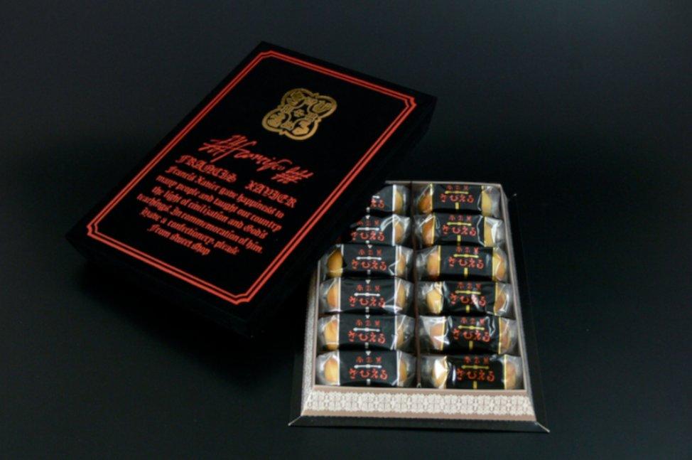 test ツイッターメディア - 【プチネタ(大分県発祥編⑩)】 「ざびえる」 白餡やラムレーズン入り餡をビスケット生地で包んだ焼き菓子。大分県の菓子屋「長久堂」によって1962年に発売されたが2000年に自己破産し、再販の要望を受けた長久堂の元従業員が2001年に「ざびえる本舗」を設立して販売を再開した。 https://t.co/hpzVK3oe9T