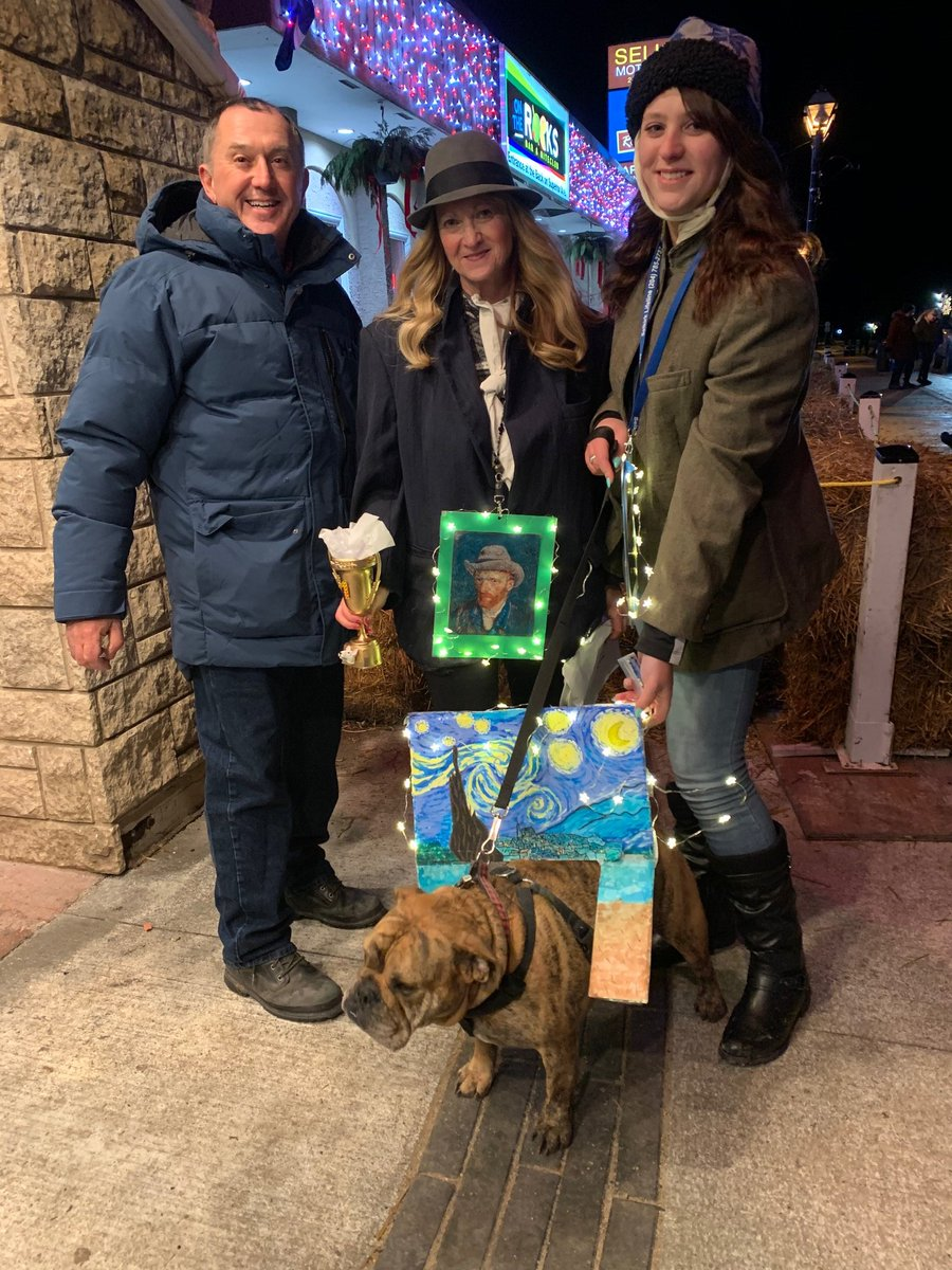 test Twitter Media - Proud to take part in Holiday Alley as a judge for the Pooch Parade! It was great to see so many people and their furry four legged friends out enjoying the evening and adding to the holiday spirit on Manitoba Ave E in Selkirk. @HolidayAlley https://t.co/bMJI12uV9V