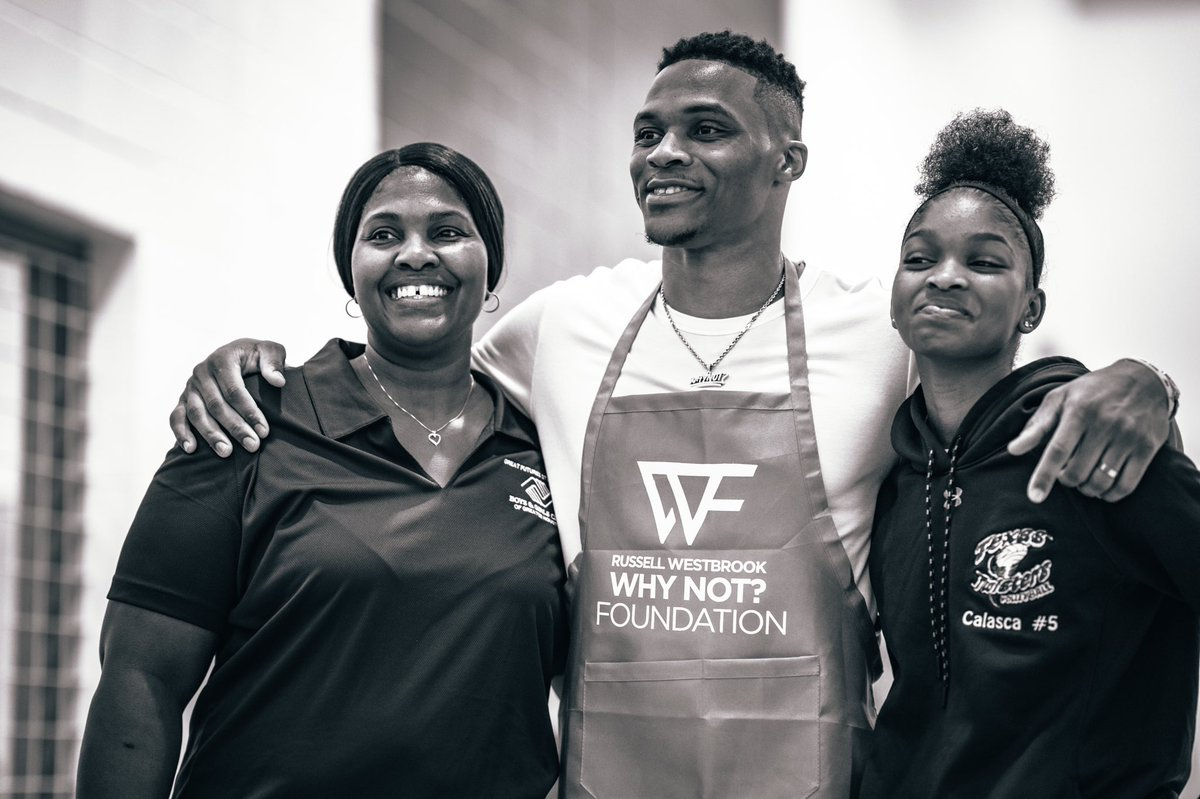 We had a great time serving Thanksgiving dinner to many families at the Boys and Girls club in Houston. Nothing better than putting a smile on peoples facing during a time of giving. #whynot #whynotgiveback