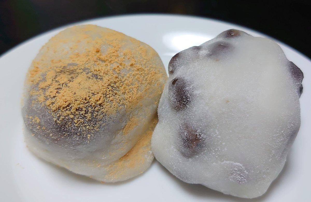 test ツイッターメディア - ふぅ、熱いお茶と一緒にいただきました🍴🙏 本日の戦利品、 出町ふたばの栗餅と豆餅。美味! https://t.co/Or4zwQm1S1