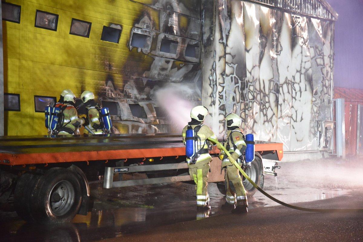 De brandweer is vannacht met meerdere eenheden uitgerukt voor een grote brand in #Kockengen.