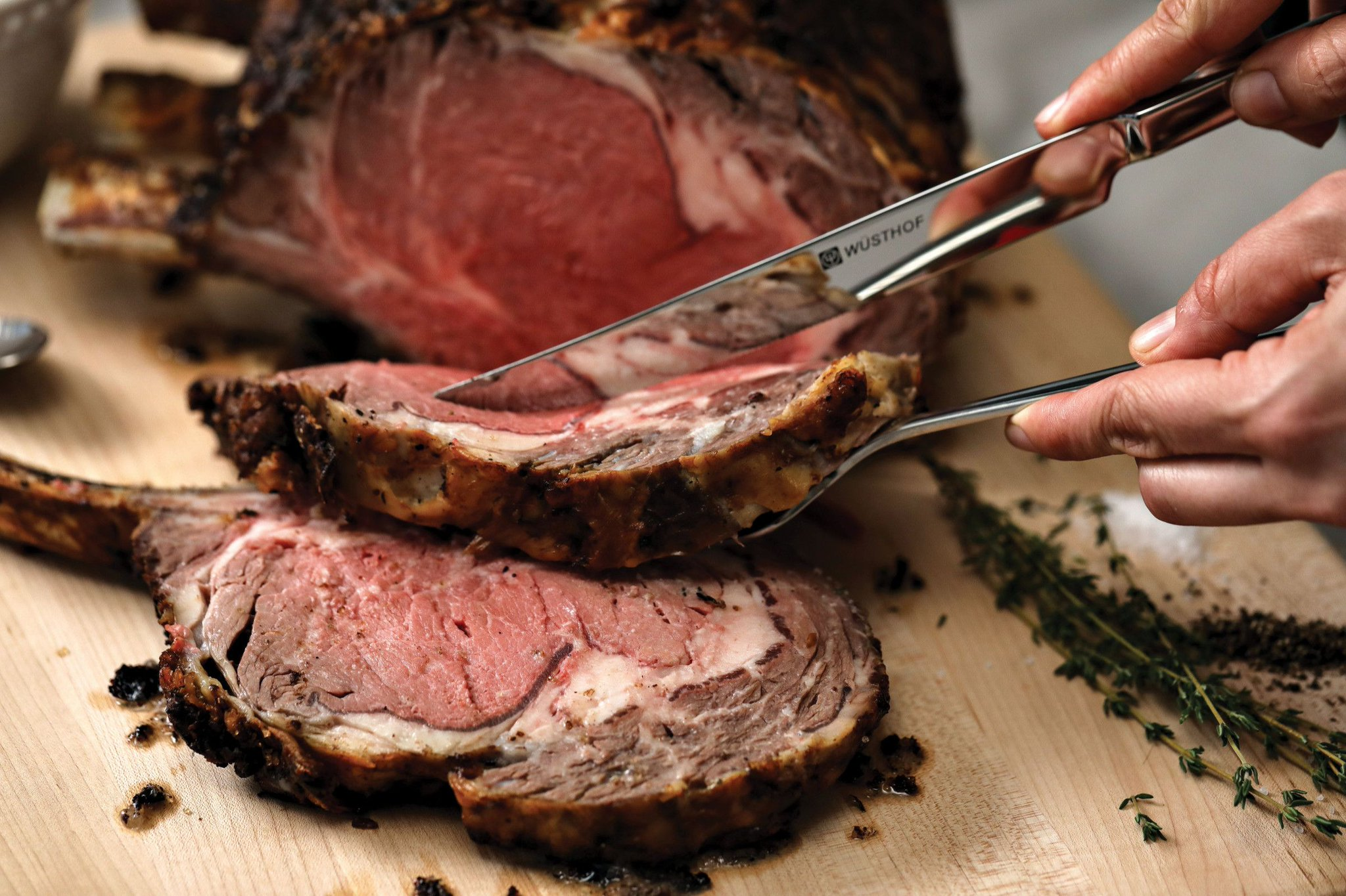 Prime Rib Monday again at Deed's Bar & Grill!  $17 for a delicious prime rib dinner served with seasonal veggies, mashed potatoes, au jus and horseradish cream sauce.  Come out for Monday night football and a chance to win great prizes! #PrimeRib  #DeedsBarandGrill https://t.co/btZu6VP3To