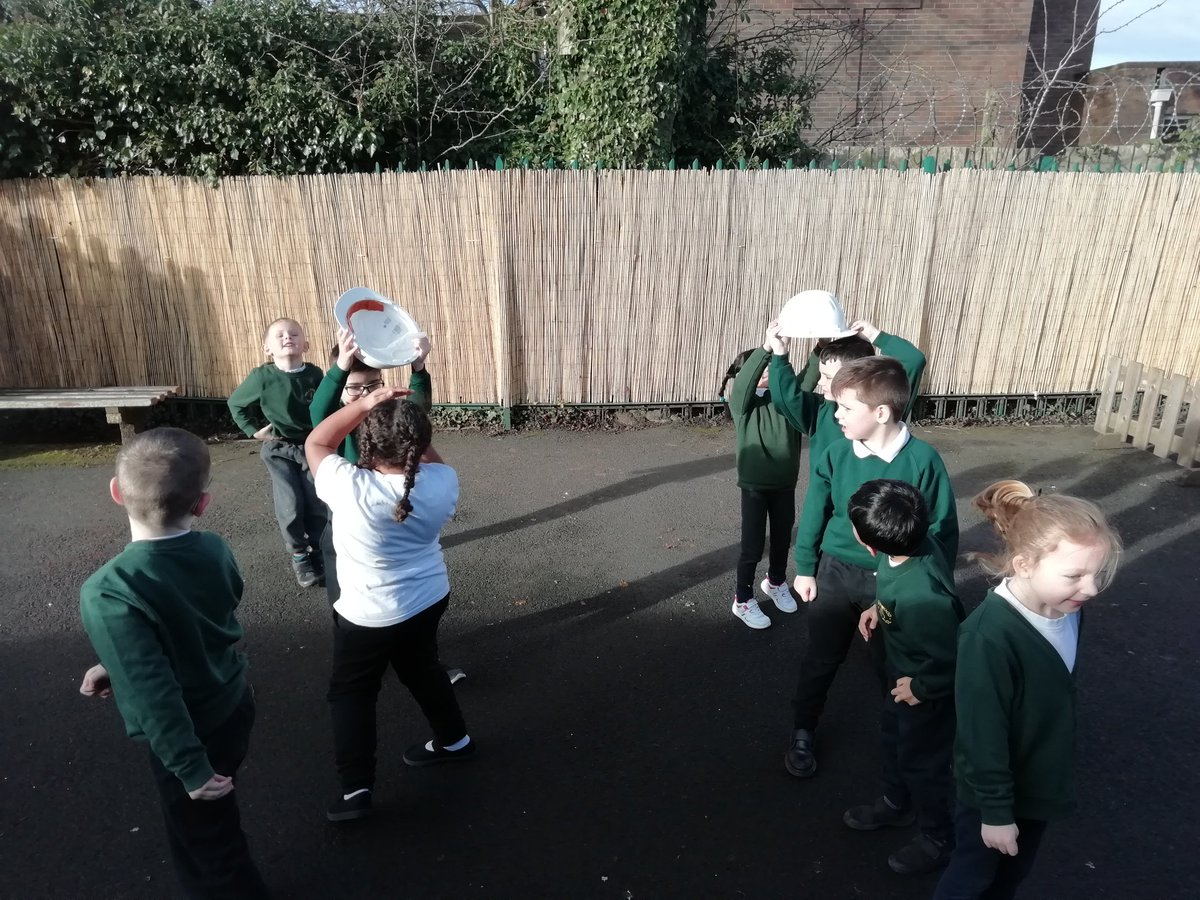 test Twitter Media - Children across the school were involved in 'pass the pud'. The children enjoyed having fun to get fit. @cent_coaching #CCSA12daysoffitmas Yr1 didn't have a ball so used builders helmets at puddings. https://t.co/zVf7aVWcVq