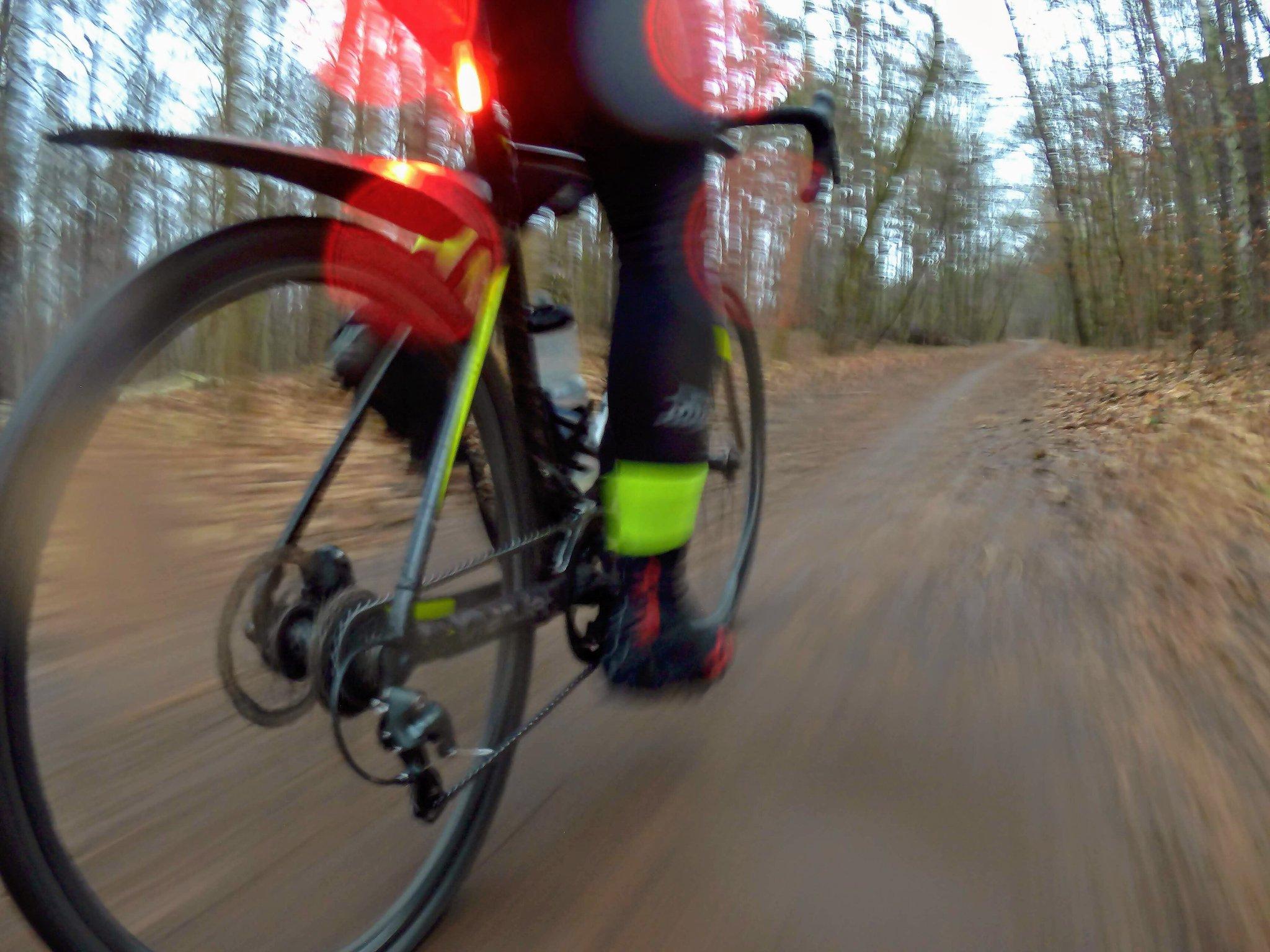 Sobotnie przełaje. Deszcz, błoto, zimno, ślisko, ciemno i dwie gumy. Cudownie! 😁 #cx #cyclocross #cycling #cyclinglife #gianttcx https://t.co/C4mEzEaxUL