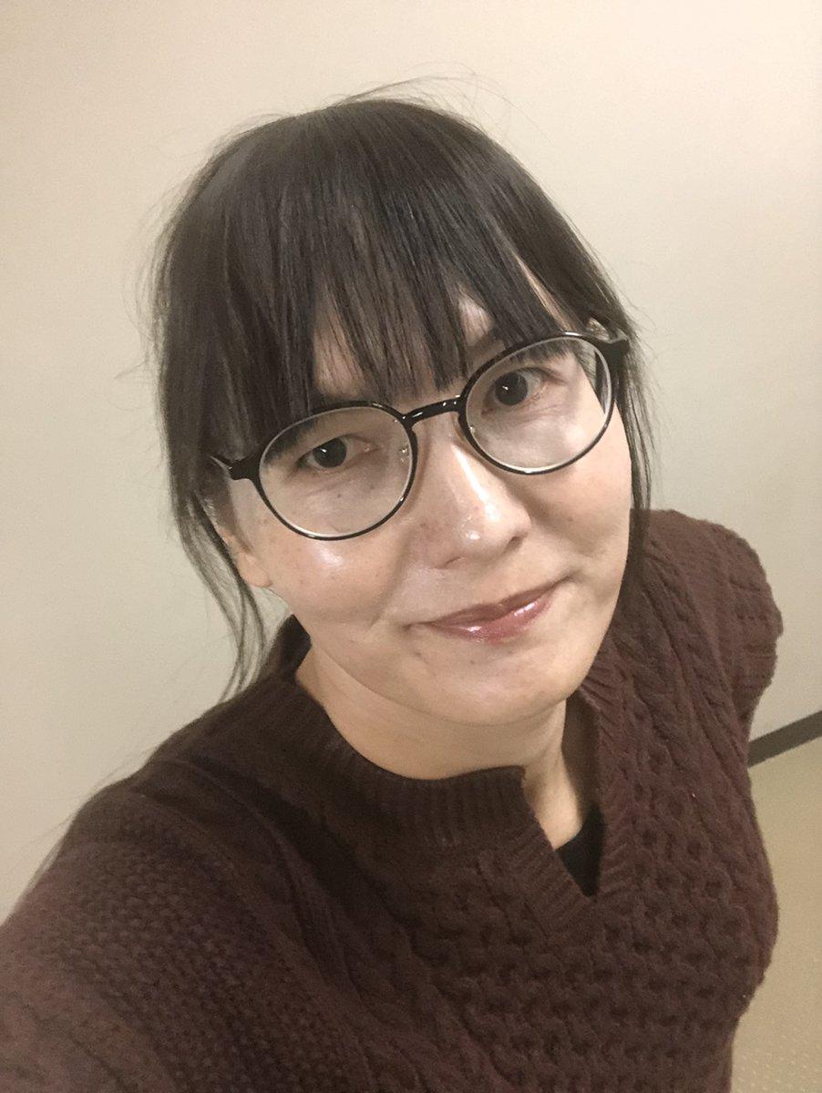 test ツイッターメディア - 今日も #自撮り した。茶色のニットとベージュのスカート。一応チョコレートカラー!?  寒くなってきた。昨日、姫路で階段いっぱい上り下りして、好古園歩き回ったからか、脚(ふくらはぎ)痛い。年だな...  #MtF #トランスジェンダー #40代 https://t.co/kPmMuHSAIQ