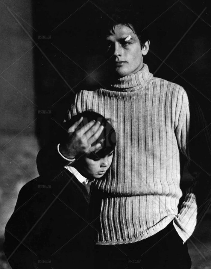 """Conosciamo noi stessi solo fin dove siamo stati messi alla prova. Ve lo dico dal mio cuore sconosciuto  #WislawaSzymborska """"Un minuto di silenzio""""  #PetaliDiPoesia  🎥Alain Delon in """"Rocco e i suoi fratelli"""" di Luchino Visconti 1960 https://t.co/Qzk2HHAvxw"""