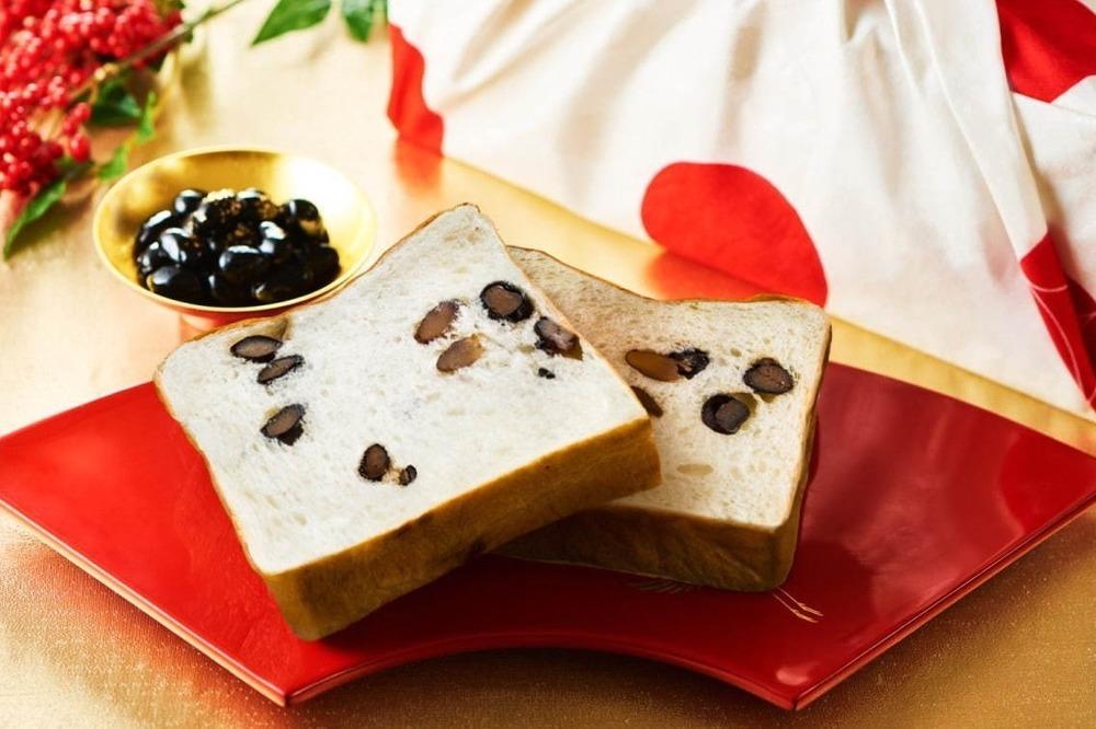 test ツイッターメディア - 食パン専門店・嵜本からお年賀限定の「丹波黒豆と和三盆の食パン」紅白の風呂敷&ギフトボックス付き - https://t.co/4tozl0PnU7 https://t.co/Y42468xWnw