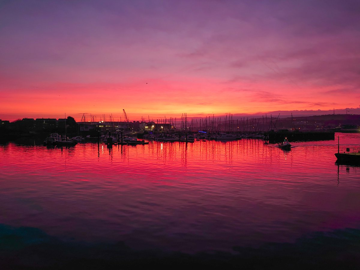 test Twitter Media - Sunrise in Plymouth as the sky turns from black to vivid shades of purple, pink and red. Mother Nature's paint palette at its best and the best way to start a morning. #WeKnowPlymouth #Plymouth #Devon #England #Sunrise #Sky #Nature https://t.co/uvQEnd32bo