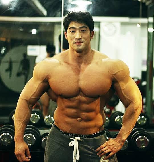 test ツイッターメディア - この写真、森内俊之九段のコラだと思ってスルーしたけど面白すぎだろって思ってよく調べたらチュルスンっていう韓国のビルダーだった…別人かよ… https://t.co/RY3QLBnmii