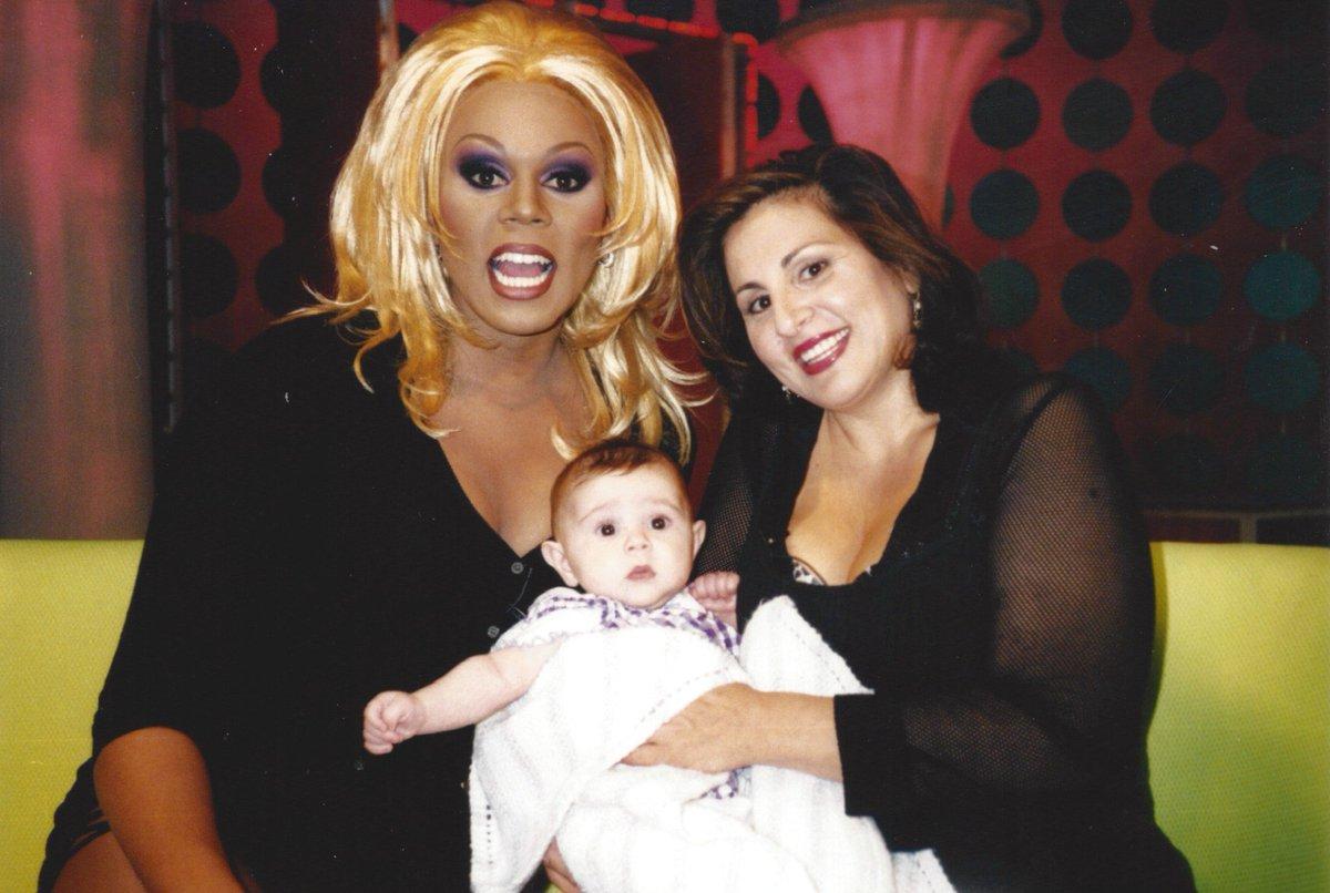 Baby Samia Najimy-Finnerty w/Mom @kathynajimy '97 @samiatheband