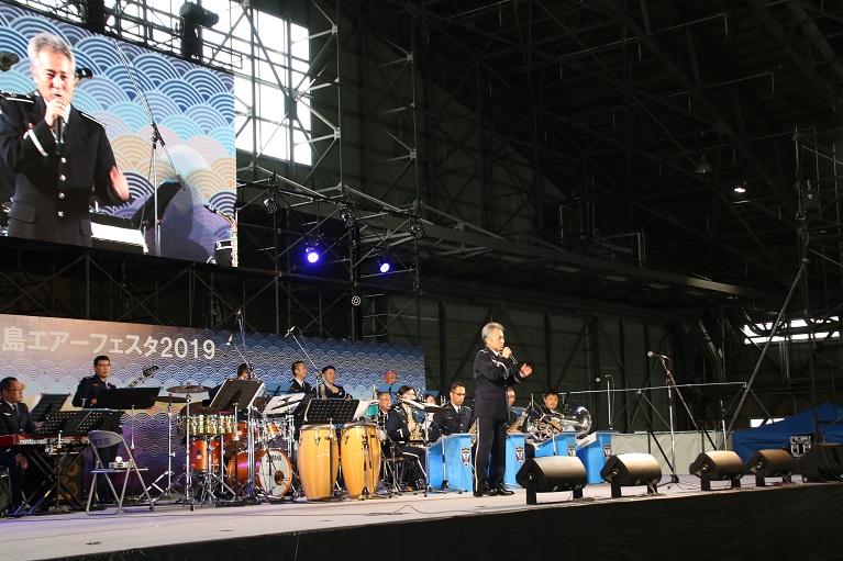 test ツイッターメディア - 今日も客席がほぼ満席になった南西航空音楽隊の演奏🎷 大人気です♪ 今日もノリノリの佐藤隊長🎵 歌って踊れる指揮者ですww 明日はAM10:30~同じステージで陸海空&米軍合同コンサートを予定しています😆👍 https://t.co/caxQLxAmlb
