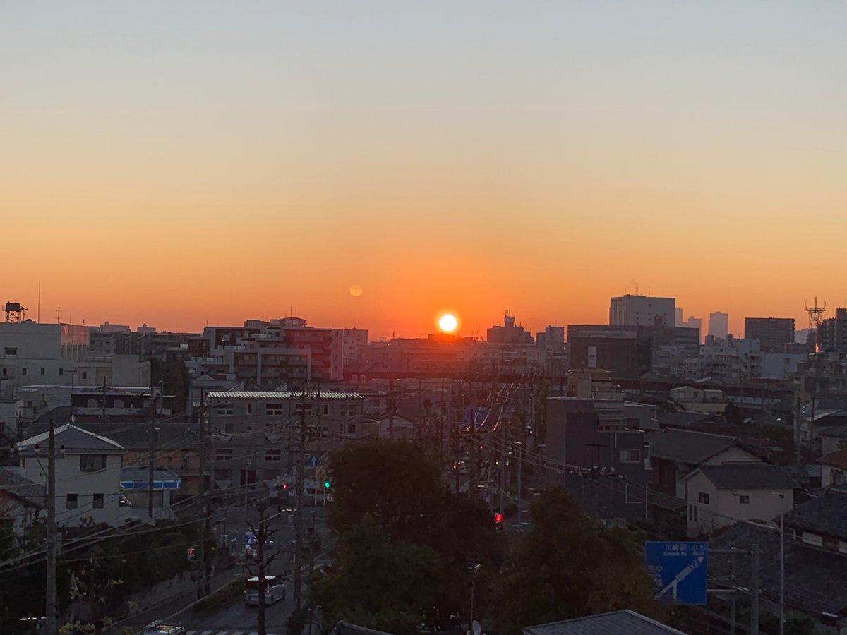 test ツイッターメディア - みなさん、おはようございます。😁 令和元年12月8日(日) こちら川崎市は朝から文句なしの雲一つない快晴になりました。でも晴れた朝は寒い、寒い🥶今日は綺麗な川崎市の イマソラを撮影できました。朝の癒しにどうぞ。本日も宜しくお願いします。 みなさんにとって素敵な日曜日になりますように。💐 https://t.co/X7l8iF9lNC
