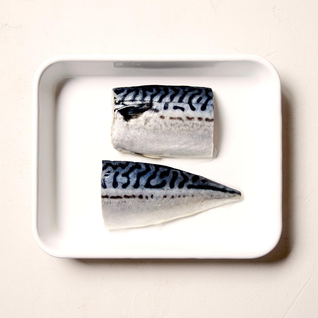test ツイッターメディア - バルミューダのトースターは、実は焼き魚も得意です🐟  秒単位で温度を調節してくれるので火加減はお任せ。グリルよりも手軽で、しかもしっとりとジューシーに焼き上がります✨  <焼きサバ> ①琺瑯バットにサバをのせて、酒大さじ1をかける ②クラシックモード 230℃で15分  #バルミューダのレシピ https://t.co/0F1C3OKvSE