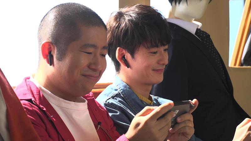 test ツイッターメディア - 『ポケモン ソード・シールド』新CMのメイキング映像が、ポケモン公式YouTubeチャンネルで公開されたよ! 普段から仲良しで、息の合った演技を披露した俳優・岡田将生さんとお笑い芸人・ハライチ澤部佑さんの、撮影現場での様子をお届け! https://t.co/0qMpuPQHX5 #ポケモン剣盾 https://t.co/ih15rlQyeu