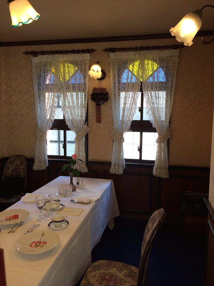 test ツイッターメディア - その後、母親の70歳の誕生日会を馬車道十番館ポートルームで。コース料理初体験。落ち着かんわー笑 https://t.co/hsZ0LoMMxI