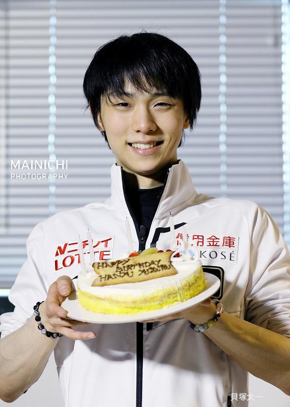 test ツイッターメディア - 記者の囲み取材会場に入り、「あっ、誕生日ケーキがある」と声を上げる #羽生結弦 選手。#12月7日 で25歳の誕生日を迎えた #フィギュアスケート の羽生選手に、誕生日ケーキがプレゼントされました。 写真特集は →https://t.co/DFB5NTte1C  #羽生結弦誕生祭2019 #YuzuruHanyu #羽生結弦誕生日 https://t.co/lnFuVL7C8L