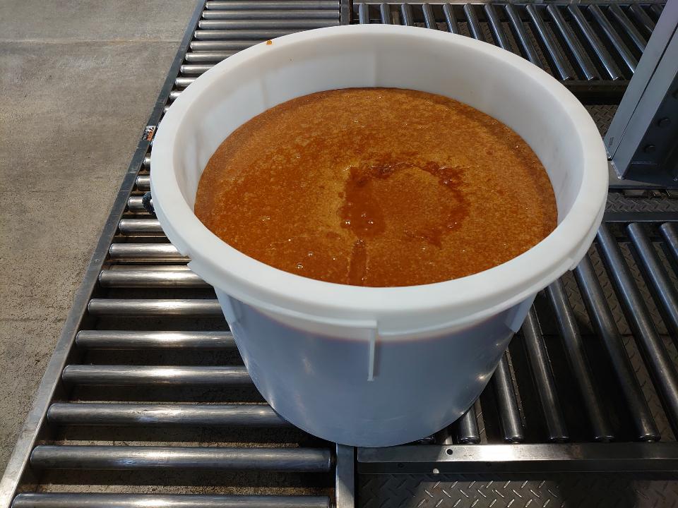 test ツイッターメディア - 和三盆の原材料である竹糖を搾り、煮詰めた白下糖。ほのかな甘味とコクのある味。こちらのお家では煮物などに使うそう。糖度が低く日持ちしないので出回ることはない https://t.co/QR6e1wrxAj