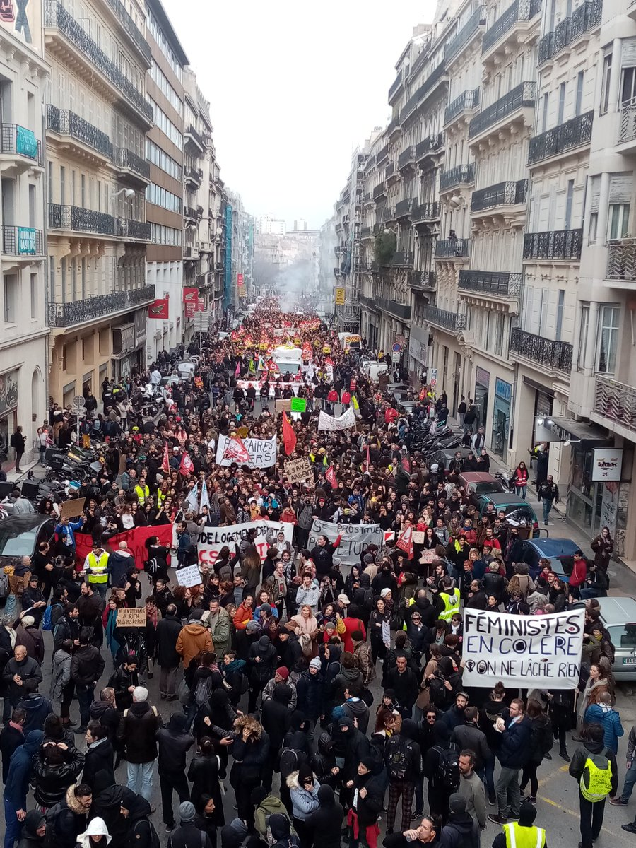 Impressionnante mobilisation à #Marseille contre la casse des #retraites.  200 000 manifestants ce #17decembre2019, encore plus que le 5 décembre !   #greve17decembre