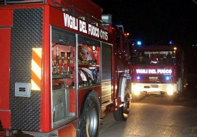 test Twitter Media - #Cronaca #Castellammare - Raid nella notte, incendiata una concessionaria in via Petraro. Si segue la pista del racket LEGGI LA NEWS: https://t.co/ycGDRxa9oC https://t.co/e4wRPGIYzG