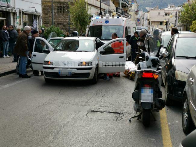 test Twitter Media - #Cronaca #Castellammare - Accusa malore mentre è in auto, ambulanza interviene in via Tavernola LEGGI LA NEWS: https://t.co/U4u5jTXwCZ https://t.co/Eq0E3QIHLi