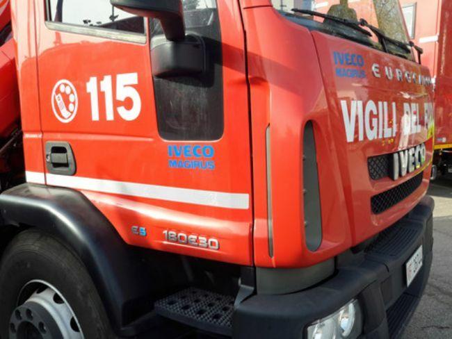 test Twitter Media - #Cronaca #Castellammare - Raid a concessionario, danni per 100mila euro LEGGI LA NEWS: https://t.co/ekcSIkFzkm https://t.co/DJwcz5p4rw