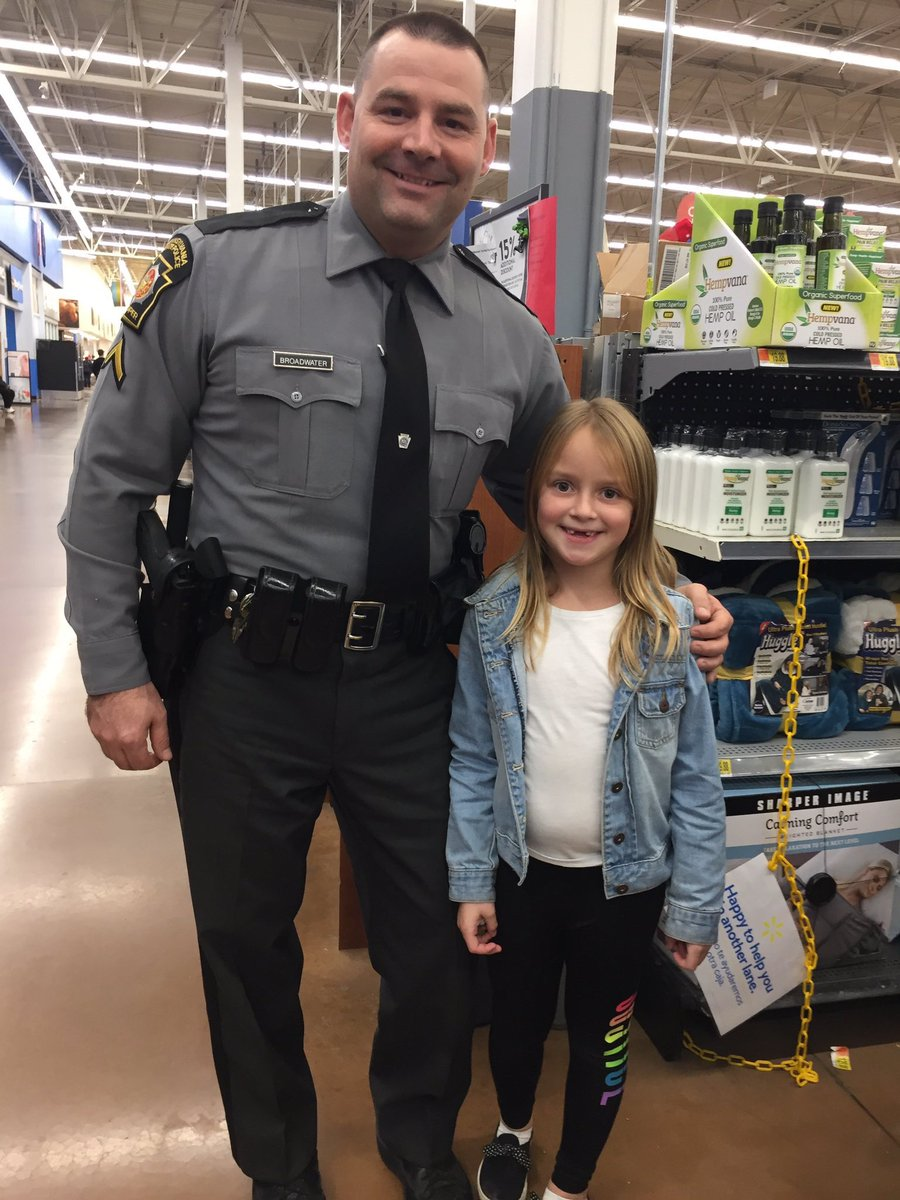 "test Twitter Media - ""Shop With A Cop"" in Uniontown was a big success last night, despite some unexpected business for troopers. The bold move this woman tried (and failed) as the event was getting underway. Story at 5:30 on @WTAE. https://t.co/mpew5adPWw"