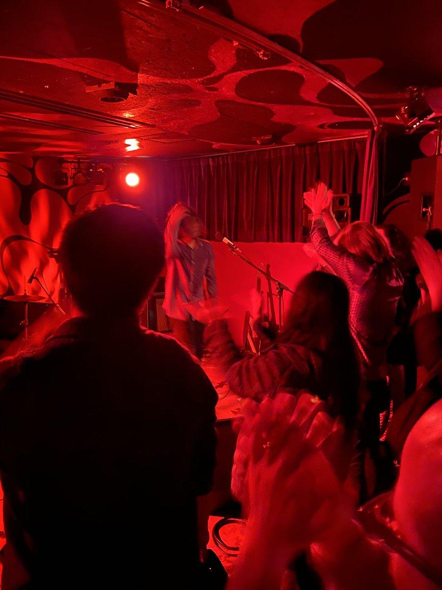 test ツイッターメディア - 東高円寺のUFOクラブでDMBQ。ワンマンで1時間半轟音で。耳死んだ。新曲は転調していく曲で、小室哲哉さんの影響だそうです。 https://t.co/R347ngEVtF