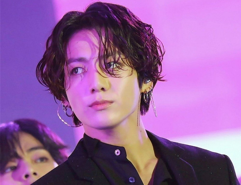 """test Twitter Media - [User Post] The leading global fashion magazine """"Allure"""" picks Jungkook's long hair as 'One of the highlights of 2019' in their annual fashion report https://t.co/j1c0pr3BNP https://t.co/VRcOWXY5U6"""