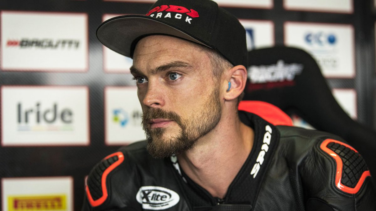 test Twitter Media - 🤕@leoncamier undertakes successful surgery on injured shoulder  Having done the damage at the Aragon test back in November, Leon Camier looks set to be fighting fit as 2020 approaches…  📄 | #WorldSBK https://t.co/lNQSgjbNIJ https://t.co/fBY2I4nIBl