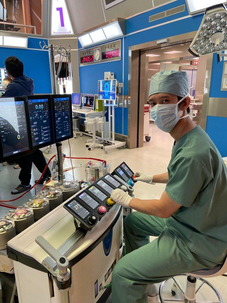 test ツイッターメディア - \しゅんしゅんクリニックPさん登場🎉/ #しゅんしゅんクリニックP さんが演じる役は…人工心肺技師👨🏻⚕️ 本物のお医者さんだけに、機械を扱う姿も様になってます🎵✨  明日よる9時〜 ついに最終回❗️❗️❗️  #ドクターX #最終回 #お見逃しなく🌈 https://t.co/zkhOxj3WyF