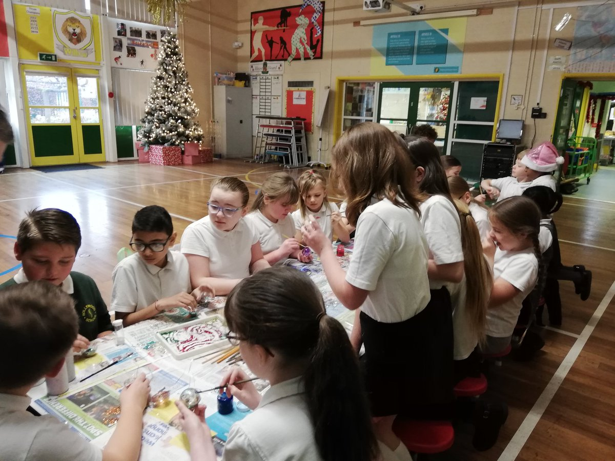 test Twitter Media - Christmas happiness at Hollywood today. A mix of children from different year groups have been making baubles, as part of our wellbeing focus this year #somuchglitter #workingtogether https://t.co/MbEQRhkRp0