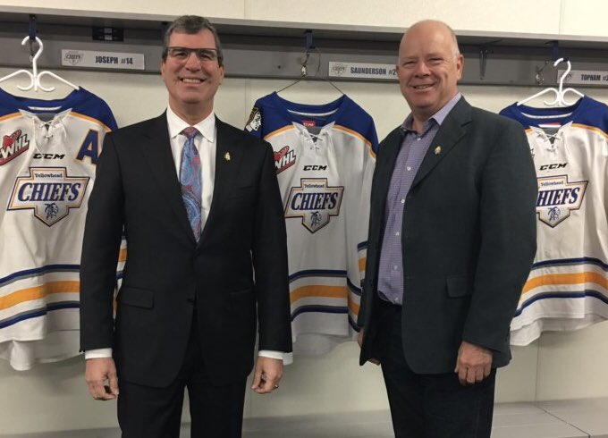 test Twitter Media - Welcomed the Minister of Central Services, @reghelwer, to Shoal Lake to celebrate the completion of three projects: upgrades to Shoal Lake's water treatment plant, rehabilitation of the Regional Airport runway and additional dressing rooms at the Shoal Lake Communiplex. #mbpoli https://t.co/9nzA9YzjYQ