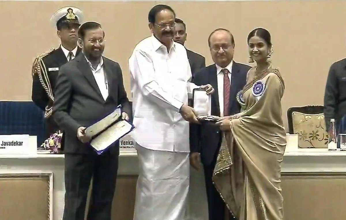 .@KeerthyOfficial receives the #NationalAward for Best Actress for #Mahanati.  #KeerthySuresh #NationalAwards #NationalFilmAwards #NationalFilmAwards #NationalAwards #nationalaward #UrbanAsian