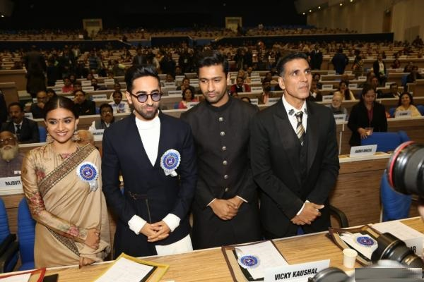 #NationalFilmAwards Vice President M Venkaiah Naidu presented the 66th National Film Awards at a ceremony in New Delhi today. South star @KeerthyOfficial , #Bollywood actors @ayushmannk , @akshaykumar and @vickykaushal09 among others who were felicitated. #Congratulations