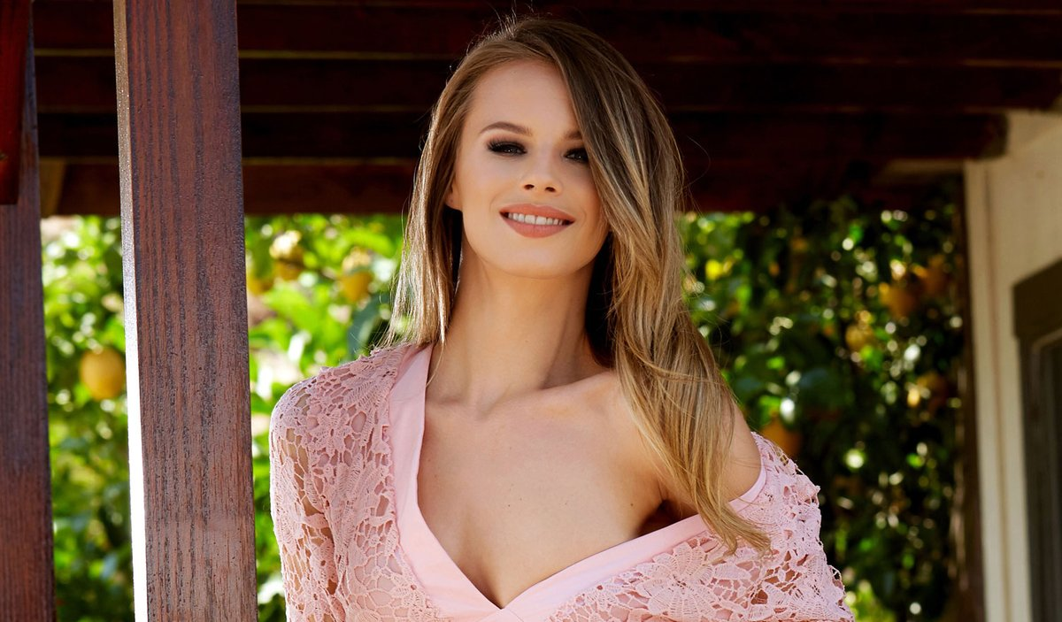 ❤️ #ICYMI: Vote @XOJillianJanson To Win @AVNAwards Favorite Female Porn Star