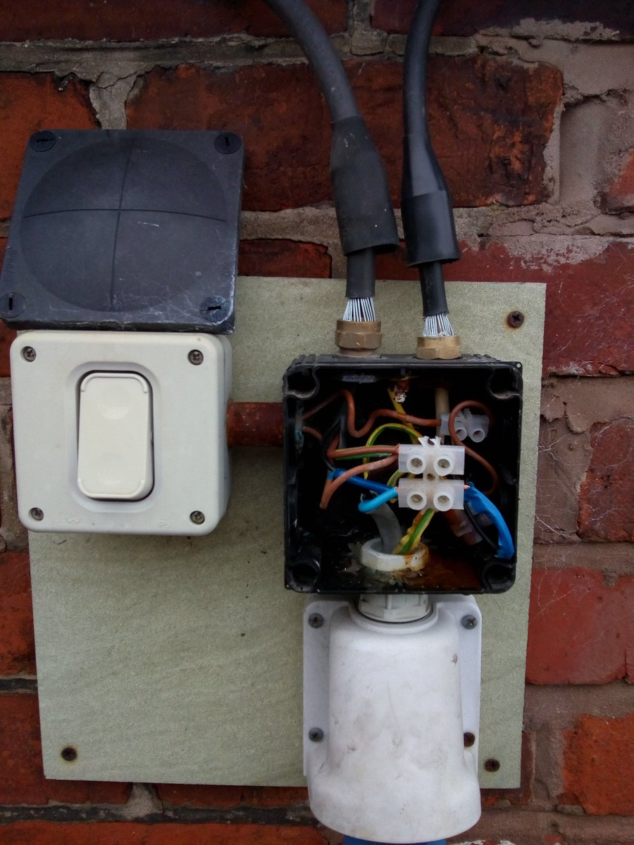 test Twitter Media - Why did I feel the need to look into in here? 🤦 I'll give one point for using a @WISKAUKLtd box, but that's it. Shame because it wasn't installed properly, incorrect glands, poor termination... Venturing out was an unwise move. #Electrical #flu ☹️ https://t.co/qoS732JOi5