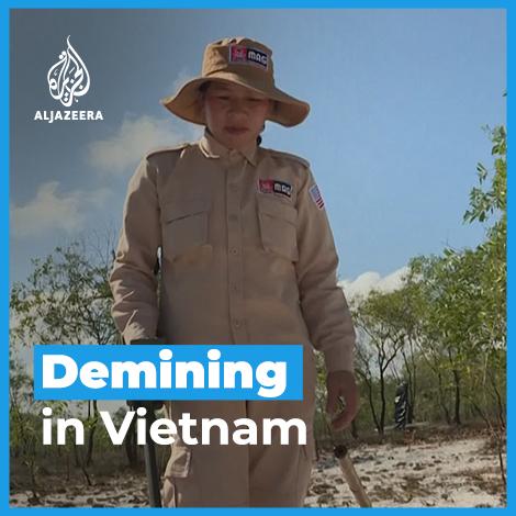 Meet the women risking their lives to rid Vietnam of unexploded war-era bombs. https://t.co/pCXSJEafDK