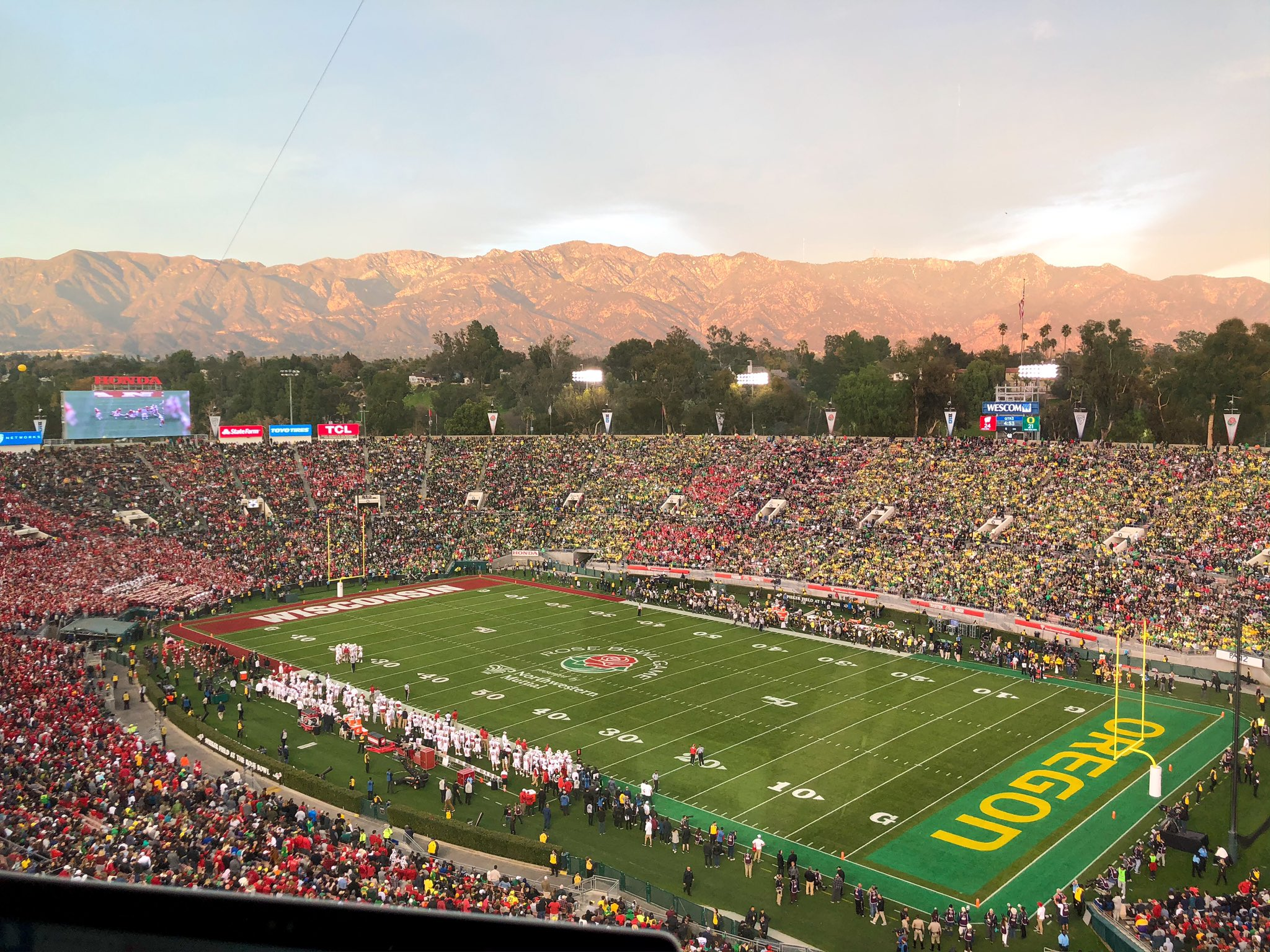 🌹 Rose Bowl Sunset 🌹 https://t.co/9WjHon9Bdi